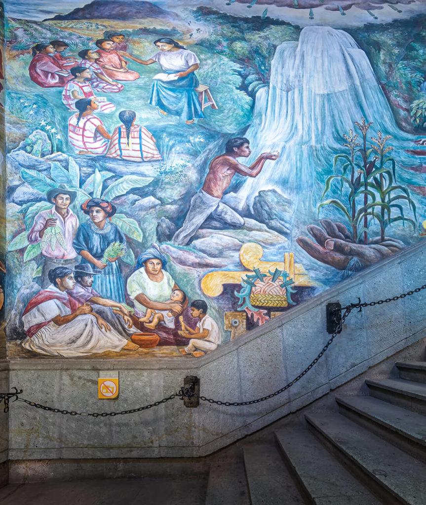 Mural en escalera interior del Palacio de Gobierno de Oaxaca